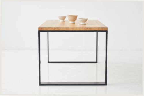 Stół w stylu skandynawskim . loft, stół rozkładany do jadalni, stół do kuchnni