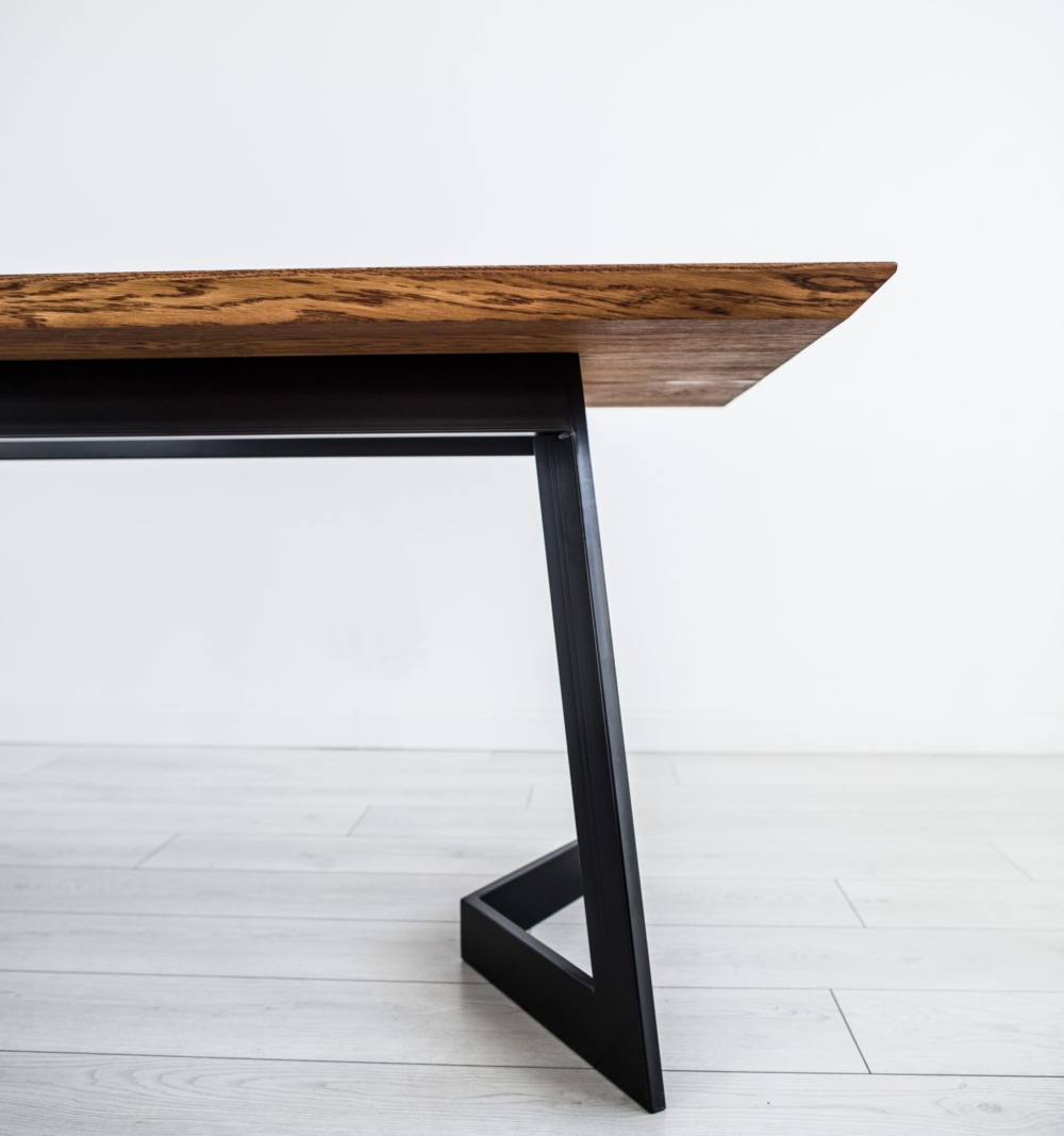 stół debowy rozkładany, industrialny i nowoczesny, skandynawski styl