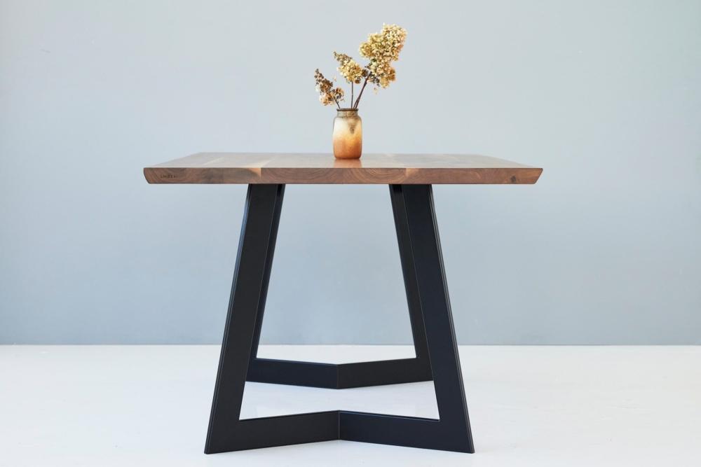 stół z drewnianym blatem, stół z orzechowym blatem, american walnut table