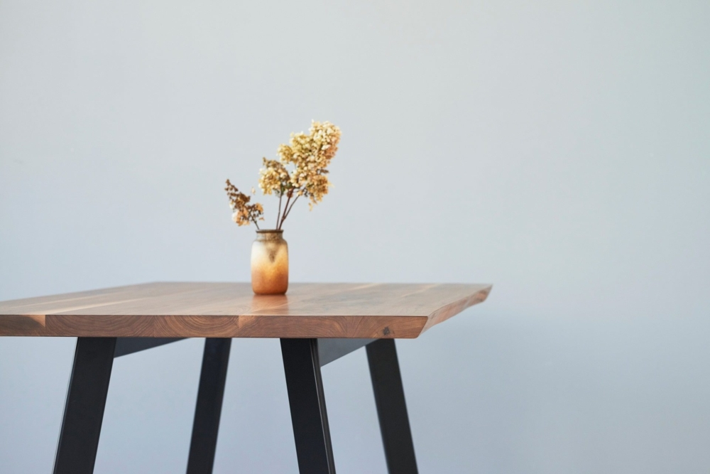 stół z naturalną krawędzią, stół oflis,stół do nowoczesnej kuchni, stół do jadalni