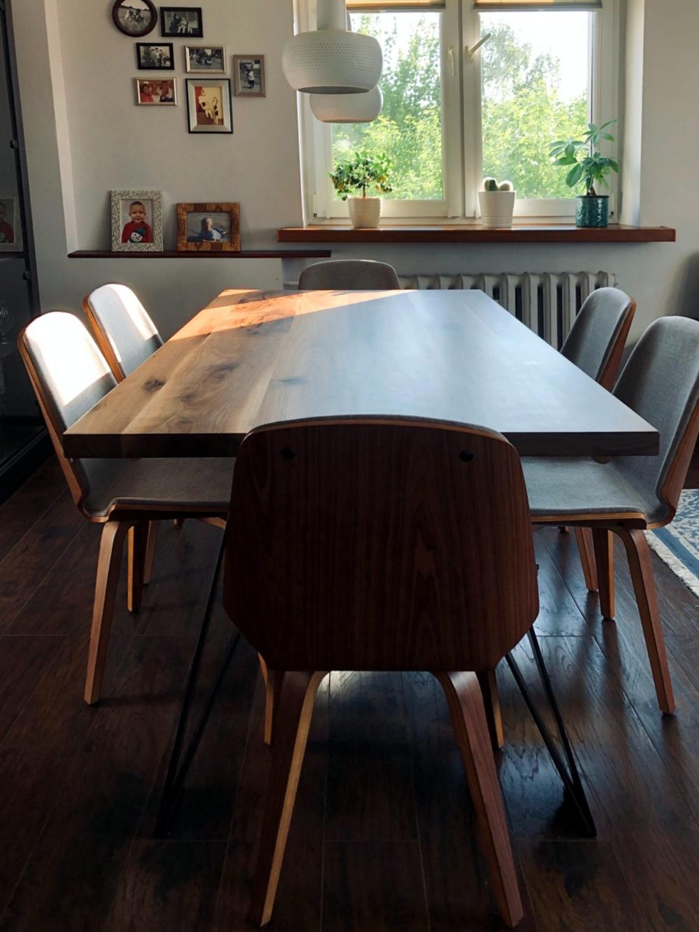 Stół z drewnianym blatem orzecha amerykańskiego