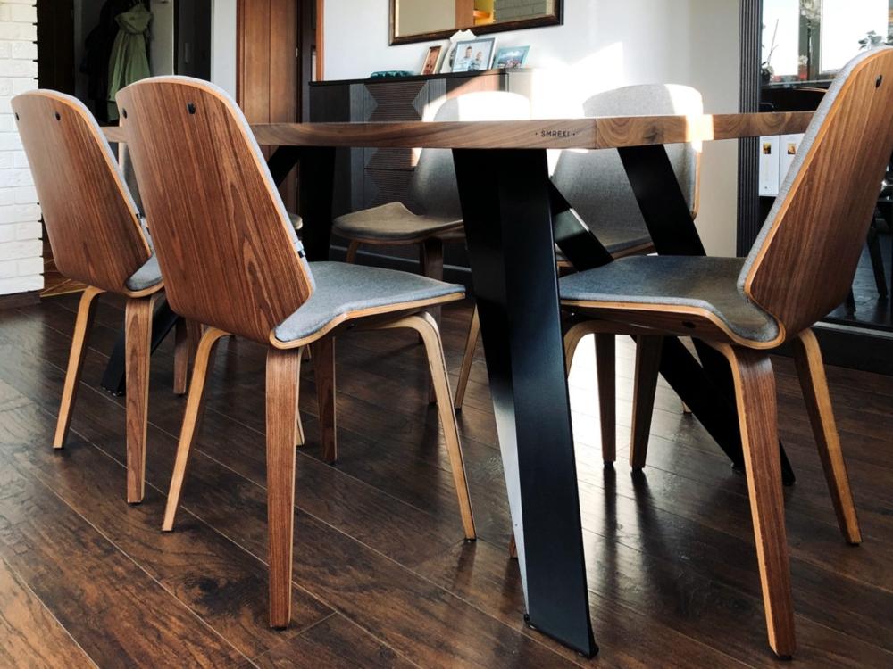 Stół do jadalni z orzechowym blatem