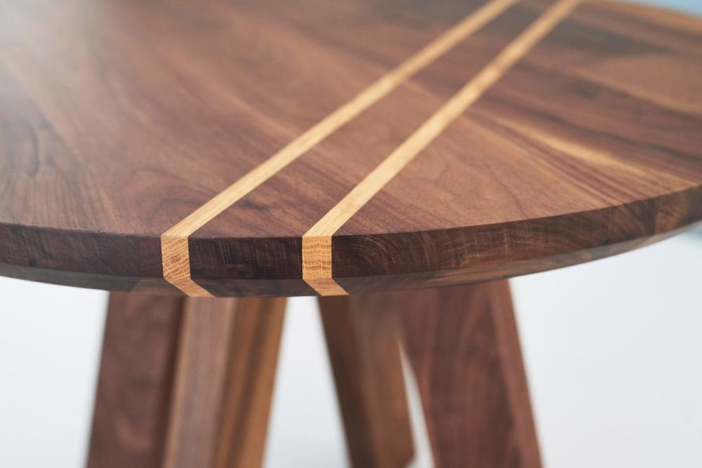 Okrągły stolik z orzechowym blatem średnica 75cm