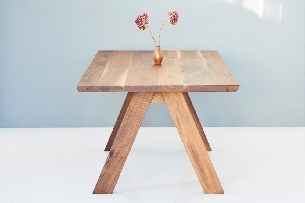ekskluzywne stoły drewniane, stoły z orzecha amerykańskiego, stół na drewnianych nogach