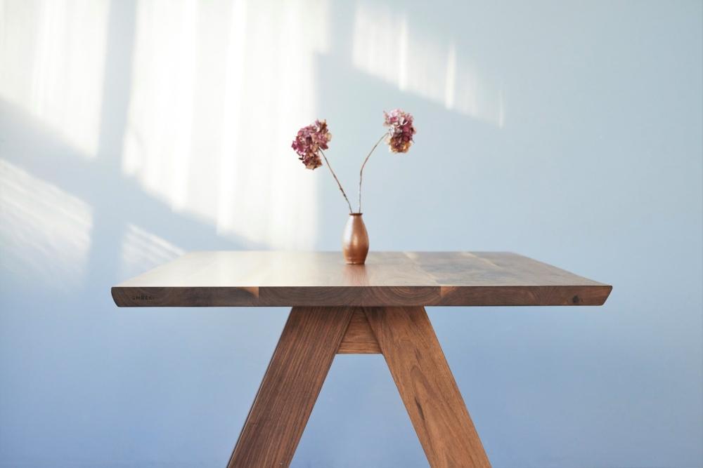 ekskluzywny stół drewniany z orzecha amerykańskiego, stół do salonu