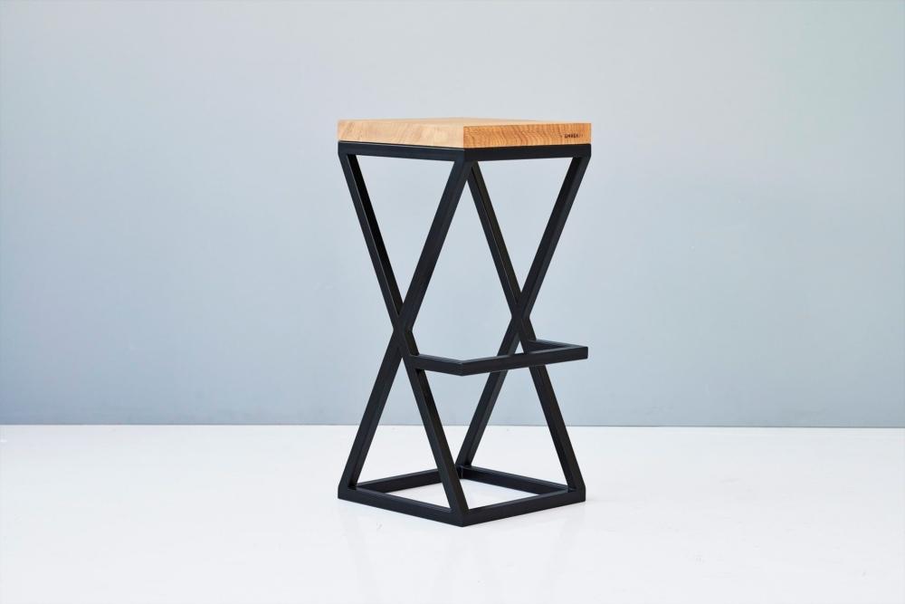 hoker dębowy minimalistyczny