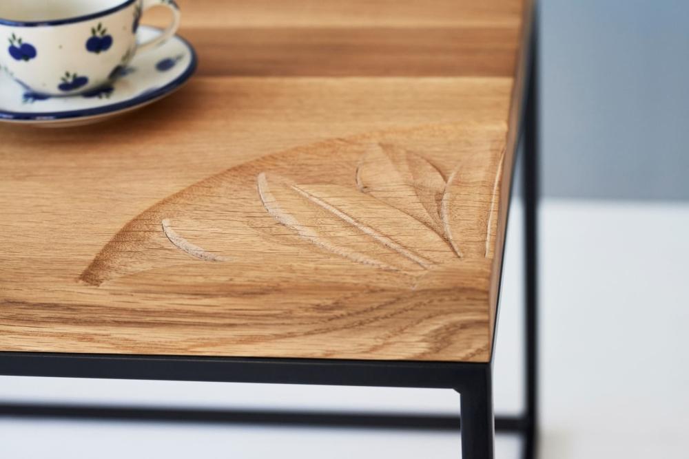 stolik rękodzieło dębowy z czarna podstawą 60x60