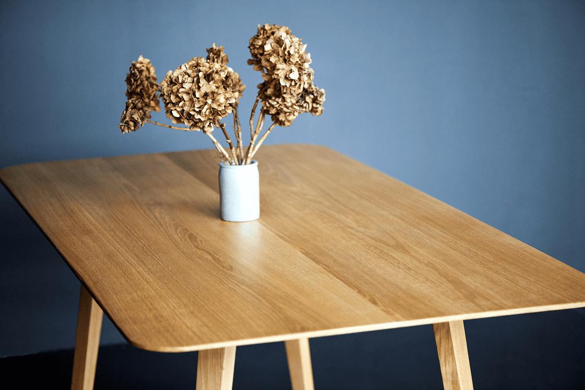Stół drewniany do nowoczesnego mieszkania, stół dębowy