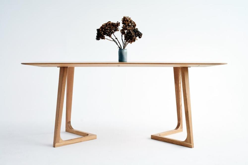 Smreki, designerski stół drewniany, nowoczesny stół do małego mieszkania