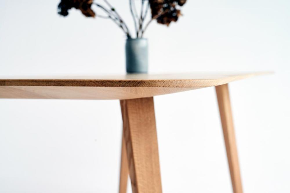 stół z cienkim blatem dębowym, stół cienkimblatem drewnianym