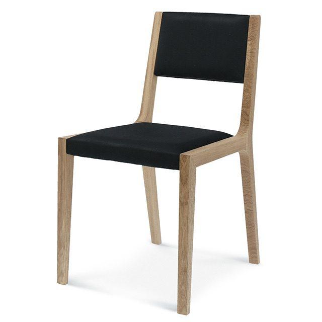 fameg sara a-1607, nowoczesne krzesło do jadalni, drewniane krzesła do jadalni, drewniane krzesło do salonu, krzesła do salonu, tapicerowane krzesło czarne, fameg radomsko, krzesla do salonu, krzeslo