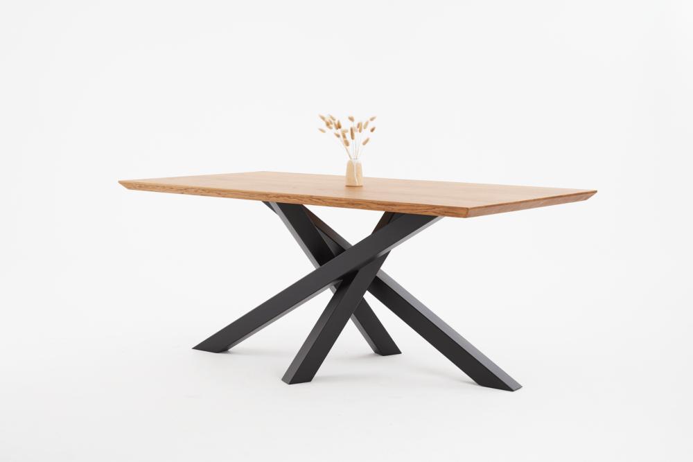Stół pająk na czarnych nogach, stół na czarnym stelaży metalowym, stlowe czarne nogi i dębowy blat, stół rozkładany loft, stół rozkładany industrialny