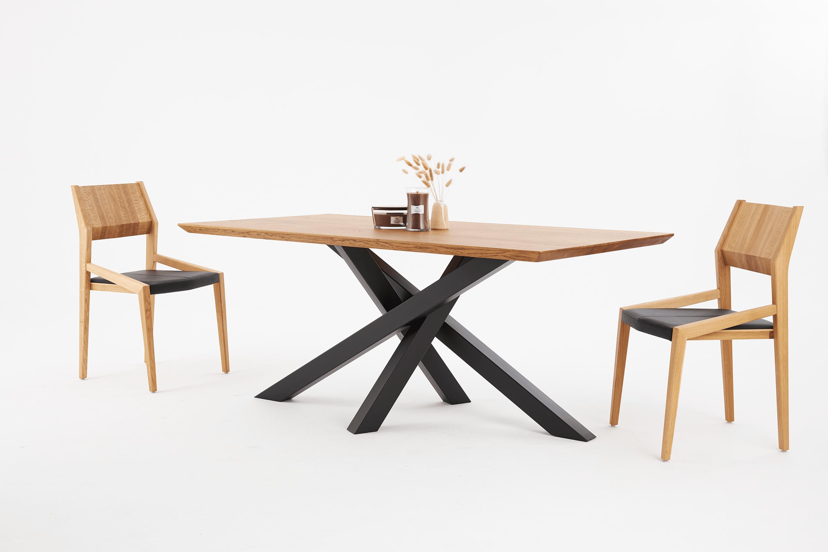 Stół dębowy na czarnych nogach, stół pająk i krzesła fameg arcos A-1403, Krzesło fameg arcos
